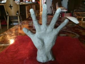 わたしは、「元気なパー」を作りました。こだわりは、お金が貯まるように、手の平にくぼみをつけること(笑)。