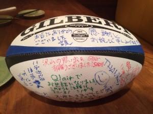 ラグビー好きのA氏に、みんなでメッセージを書きました。メンバーのメッセージも、あるよ。