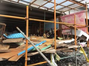 海の家はめちゃめちゃに、破壊されてしまいました。