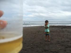 今年最後の浜辺のビール。ちょっとほろ苦かったけど、堪能しました。
