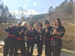 手裏剣投げやからくり屋敷のアトラクションがあって、楽しかったよ。記念写真のバックには、きれいな富士山が。