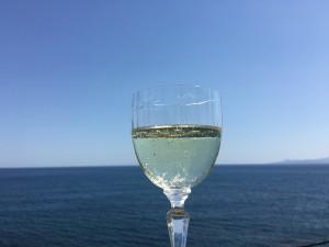 青い空と碧い海を見ながら、昼間からプハーするのは最高に幸せです。