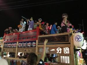 毎年恒例、地元のお祭り。ビールを飲みながら、応援します。