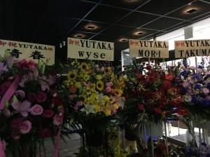 このイベントの裏テーマは、プロデューサーYUTAKAさんの誕生日記念。お花も、YUTAKAさん宛にたくさん来ていた。