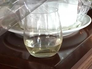 パーティは13:00スタートだったので、昼間から堂々とワインをガブガブ♪