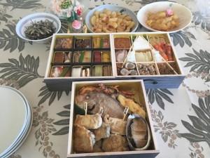 おせち料理! 引き続き、昼間からいい気分〜♪ 典型的な日本のお正月を過ごしました。
