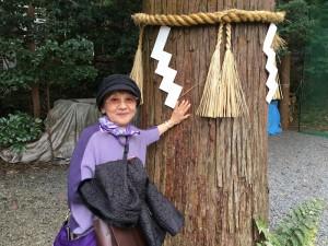 85歳の母。健康を願って、大木からエネルギーをもらってます。