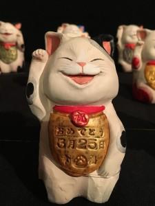 誕生日を記入した福招き猫366匹。自分の誕生日を見つけて、楽しめます。ちなみに、わたしは、この子をお買い上げ♡