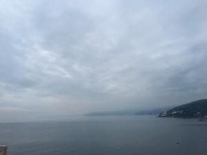 毎日、灰色の空。こんな日ばかり続いてます(涙)。