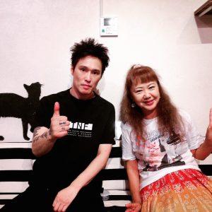 番組終了後の記念写真。黒Tシャツです☆