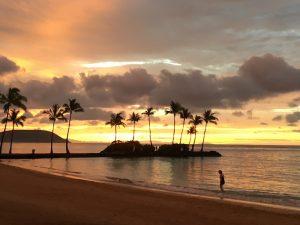 常夏の島の夕暮れ……のように見えますが、実は夜明けの太陽です☆